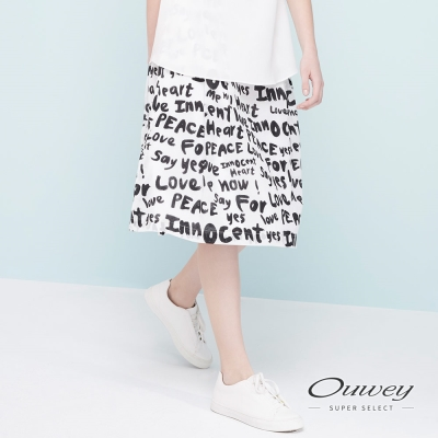 OUWEY歐薇 滿版手寫字母膝下裙(白)