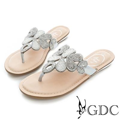 GDC-水鑽花朵造型夾腳羊皮平底涼拖鞋-銀色
