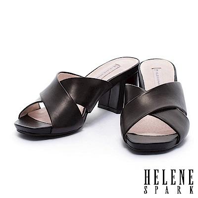 拖鞋 HELENE SPARK 簡約純色羊皮交叉字帶粗跟拖鞋-黑
