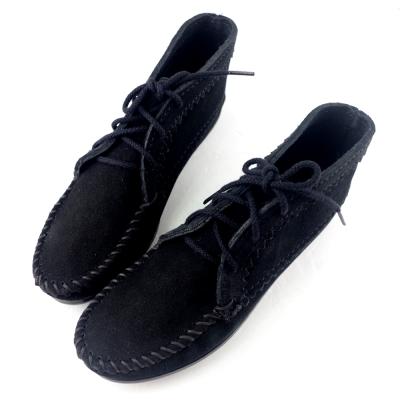 MINNETONKA 黑色印地安手工麂皮踝靴