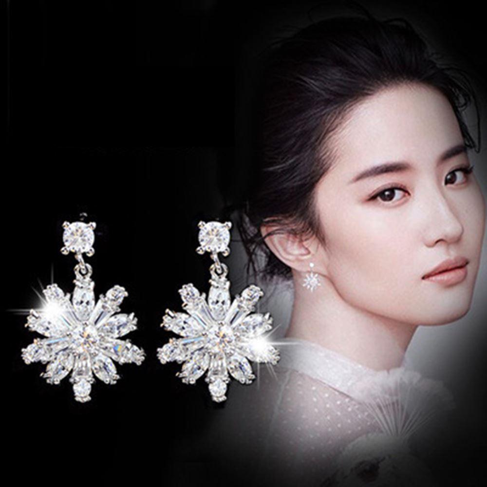 梨花HaNA 韓國925銀鋯石微鑲系列大雪花光芒耳環