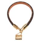 LV Twist Lock系列經典Monogram帆布金屬背包吊飾鉤釦手鐲