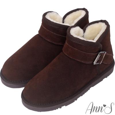 Ann'S暖澎澎-側V口釦帶厚毛短筒雪靴-深咖