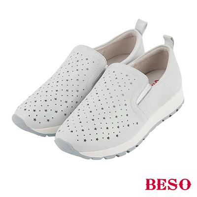 BESO 舒適漫步 全真皮輕量星星沖孔休閒鞋~銀