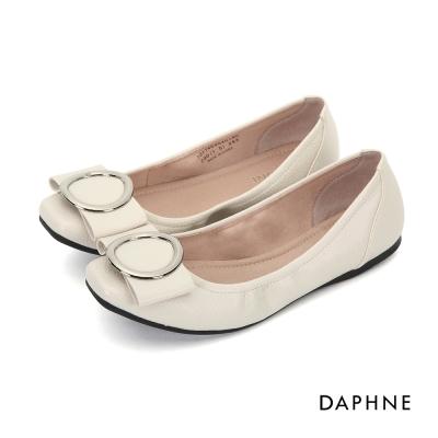達芙妮DAPHNE 平底鞋-荔枝紋環飾舒軟娃娃鞋-米白