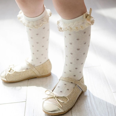 BEBEZOO 韓國 白色蕾絲花邊點點款及膝中筒襪