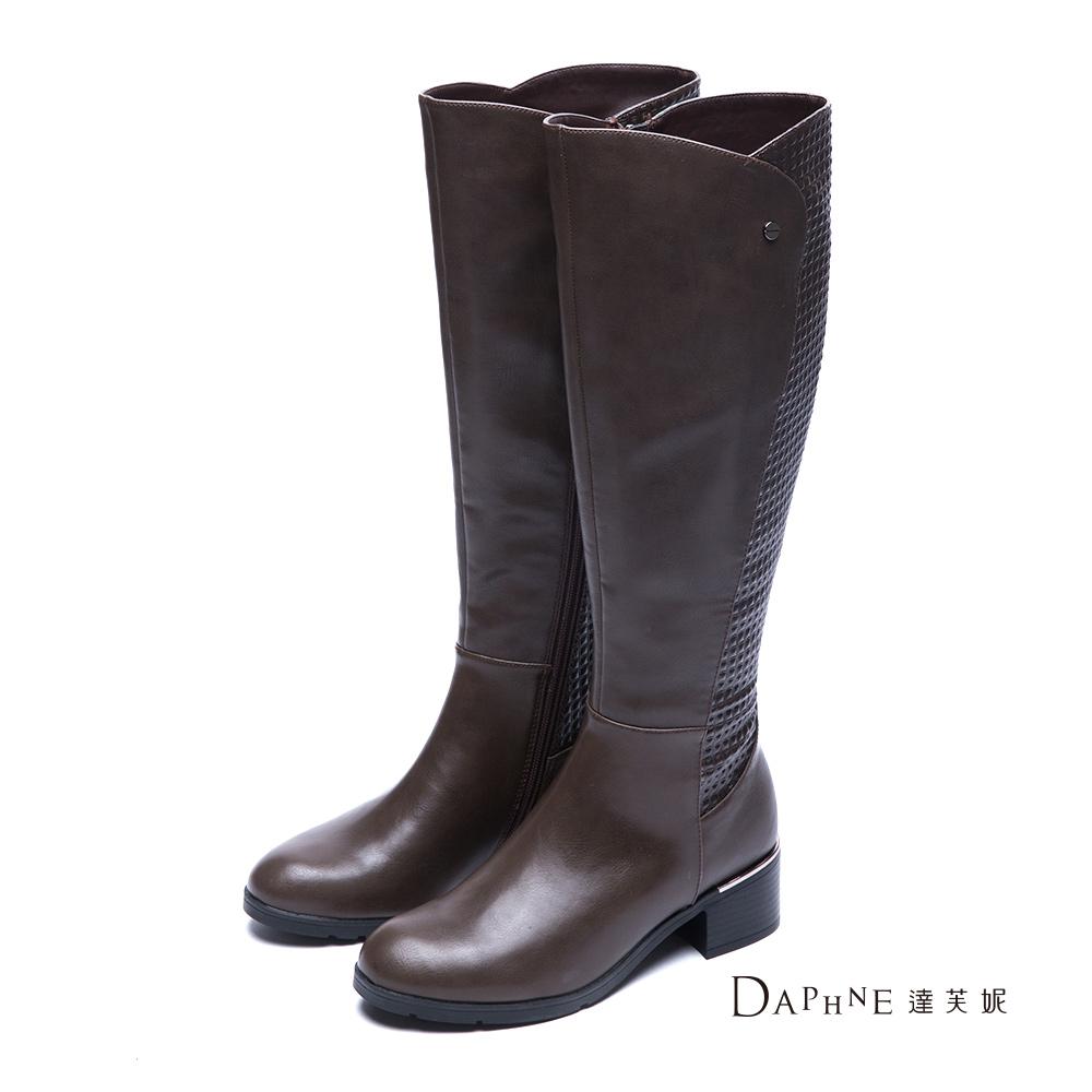 達芙妮DAPHNE 長靴-立體方塊紋拼接粗跟長靴-咖啡