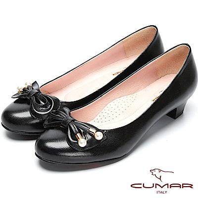 CUMAR粉領時尚-珍珠裝飾真皮低跟包鞋-黑色