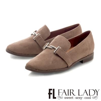 Fair Lady 金屬釦帶裝飾麂皮菸口鞋 拿鐵