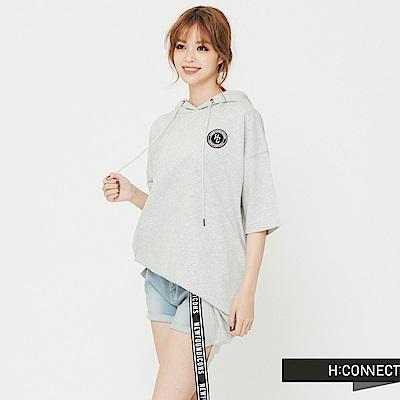 H:CONNECT 韓國品牌 女裝 -背印字短帽T上衣-灰 - 動態show
