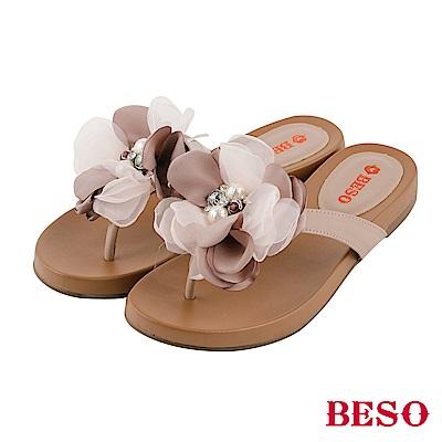 BESO 盛夏綻放 山茶花珍珠水鑽真皮夾腳涼拖鞋~咖啡
