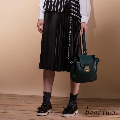 beartwo-側織紋百摺感及膝類皮裙-黑色