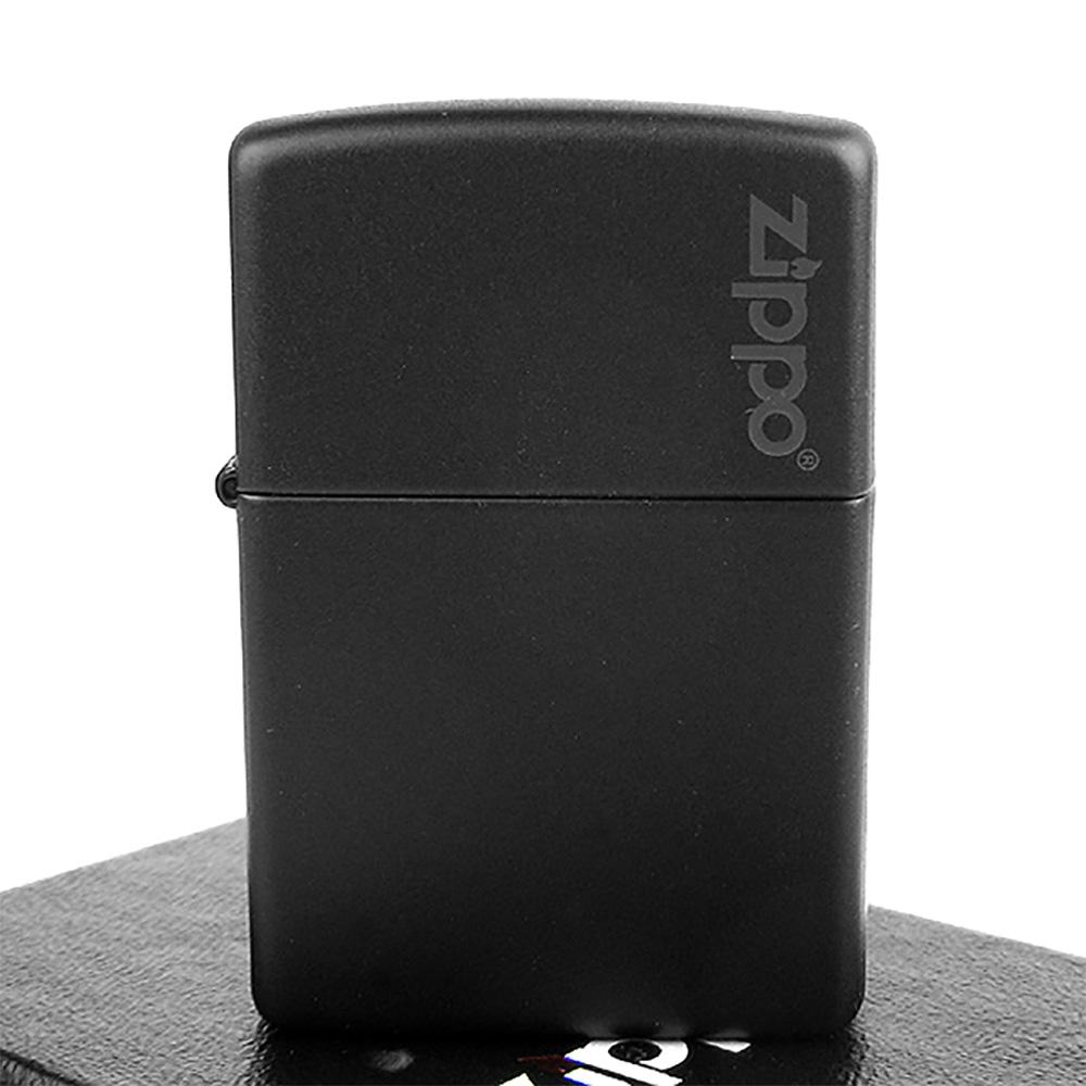 【ZIPPO】美系~LOGO字樣打火機~Black Matte黑色烤漆-寬版
