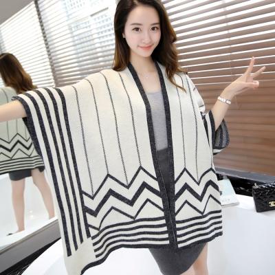 Seoul-Show-幾何線條羊毛針織蝙蝠袖外套斗