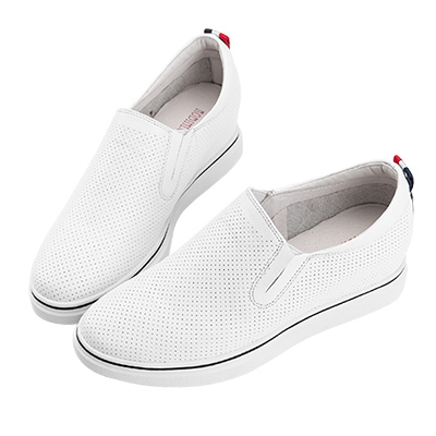 Robinlo & Co. 細膩半沖孔真皮內增高休閒鞋 白色