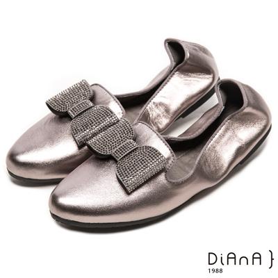 DIANA 心機折學--俏麗尖頭換釦蝴蝶結真皮軟Q口袋鞋-錫