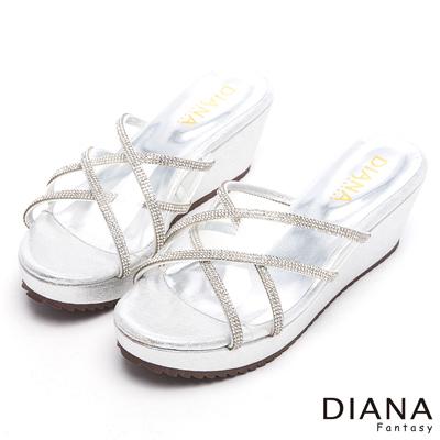 DIANA-甜漾迷人-璀璨耀眼透膚亮鑽楔型涼鞋-銀
