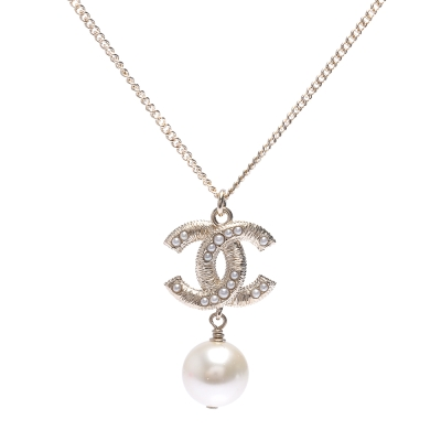 CHANEL 經典雙C造型水鑽鑲嵌珍珠墜飾項鍊(金)