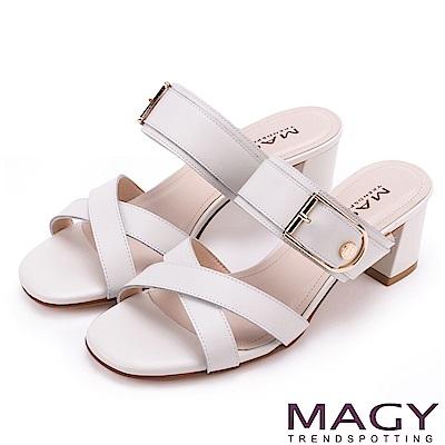 MAGY 時尚穿搭必備款 真皮交叉釦環粗跟涼拖鞋-白色