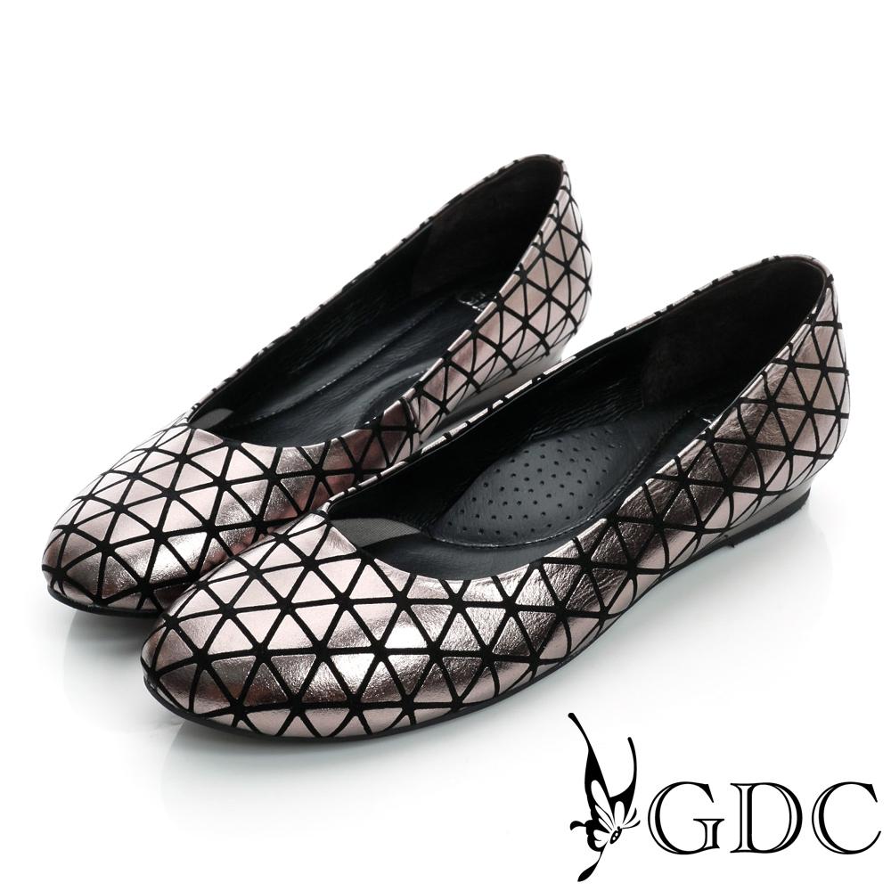 GDC都會-三角幾何造型楔型真皮低跟鞋-槍灰色