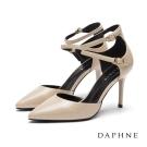 達芙妮DAPHNE 高跟鞋-雙環踝帶中空漆皮尖頭鞋-米黃