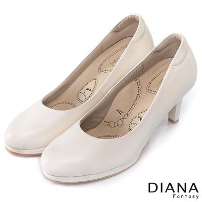 DIANA 漫步雲端布朗尼I款--輕彈舒適OL制鞋-米