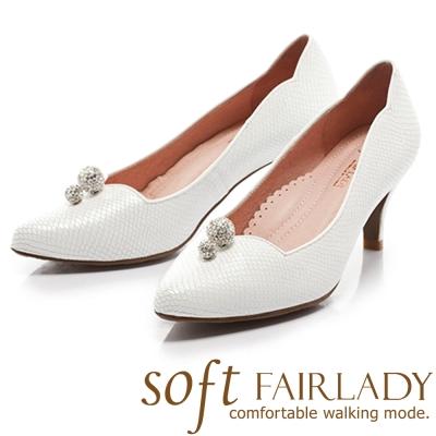 Fair Lady  Soft芯太軟 水鑽桃心領設計壓紋尖頭高跟鞋 白