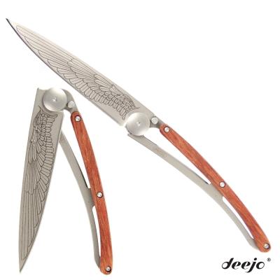 Deejo 刺青圖騰玫瑰木刀柄摺疊刀(翅膀)