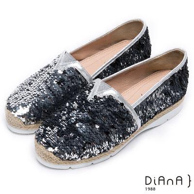 DIANA 時下潮流--璀璨耀眼雙色亮片百搭平底鞋-銀
