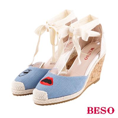 BESO 任性玩趣 不對襯電繡塗鴉綁帶涼鞋~藍