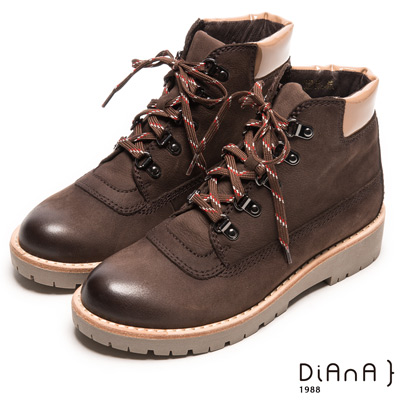 DIANA 工藝精湛--率性風靡異材拼接擦色綁帶工程短靴-咖