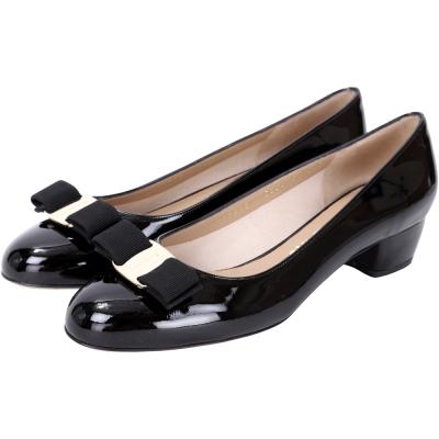 Salvatore Ferragamo VARA 羅緞蝴蝶結漆皮粗跟鞋(黑色)