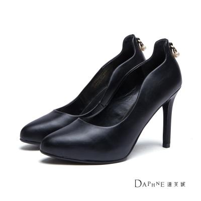 達芙妮DAPHNE-高跟鞋-珍珠掛飾曲線尖頭鞋-黑