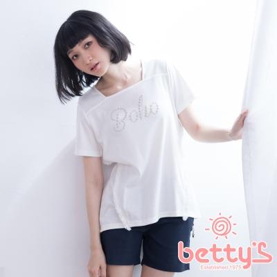 betty's貝蒂思 方領鉚釘流蘇T-shirt(白色)