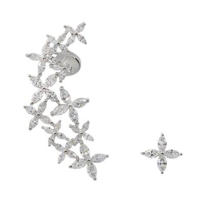 apm MONACO法國精品珠寶 閃耀銀色四葉花瓣鑲鋯耳骨夾耳針式耳環