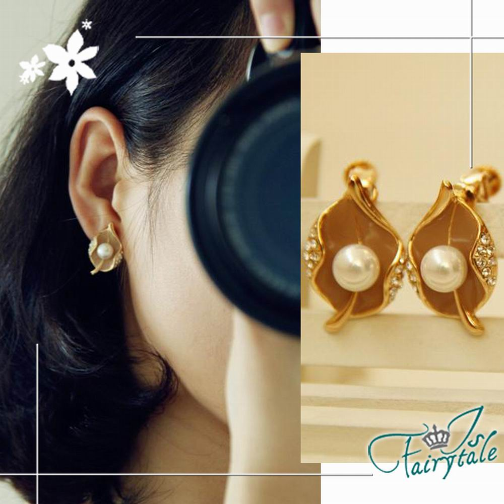 iSFairytale伊飾童話 荷葉珍珠 鵝黃水鑽針式耳環