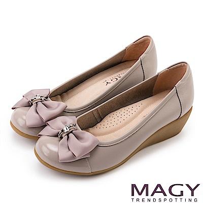 MAGY 甜美混搭新風貌 蝴蝶結戒指釦環造型真皮楔型鞋-灰色