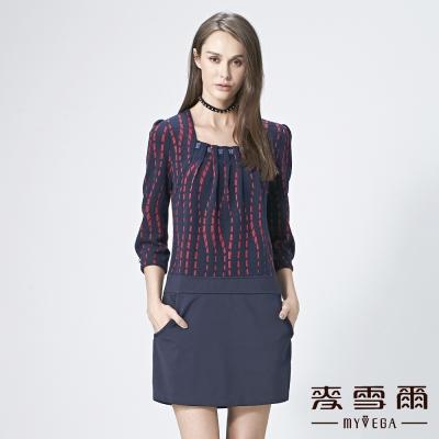 麥雪爾 鑽飾壓摺方領波浪條紋洋裝