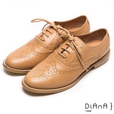 DIANA 經典發燒--英倫雕花沖孔綁帶真皮牛津鞋-卡其