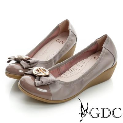 GDC都會-蝴蝶結水鑽飾扣楔型厚底真皮低跟鞋-粉色