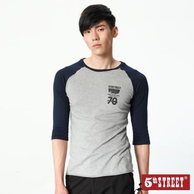 5th STREET 簡單剪接拉克蘭七分袖T恤-男-麻灰