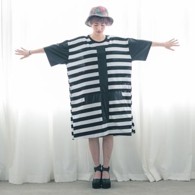 古著 正背面十字架袖接皮質黑白粗橫條長版洋裝