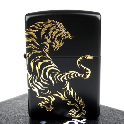 【ZIPPO】日系~Tiger-民族風虎圖騰-兩面連續加工打火機(黑金款)