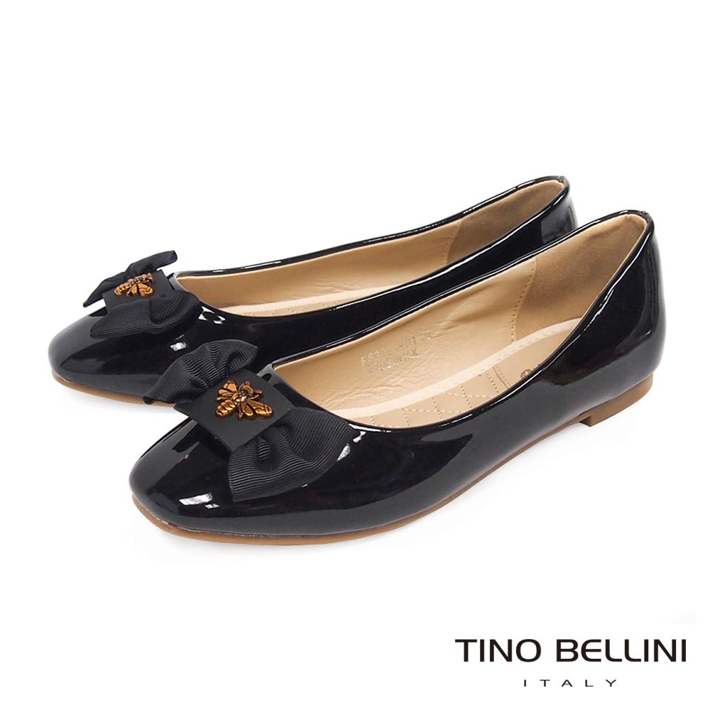 Tino Bellini 金質蜂華小方頭平底娃娃鞋_ 黑