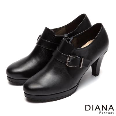 DIANA-摩登俐落-經典方釦繞帶真皮跟鞋-黑
