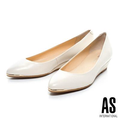 AS-金屬風典雅美型羊皮尖頭楔型鞋-米