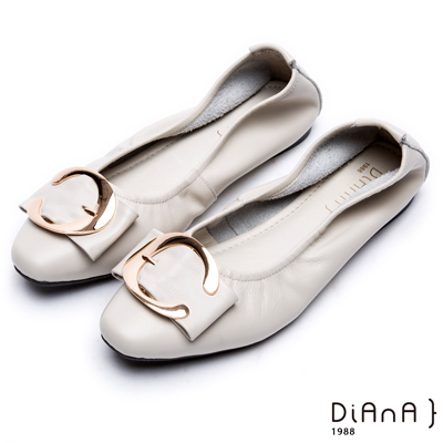 DIANA 樂活休閒--金屬C型釦方頭真皮平底鞋 -米