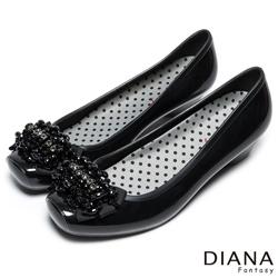 DIANA 漫步雲端點點款--時尚水鑽珠飾雨鞋-黑