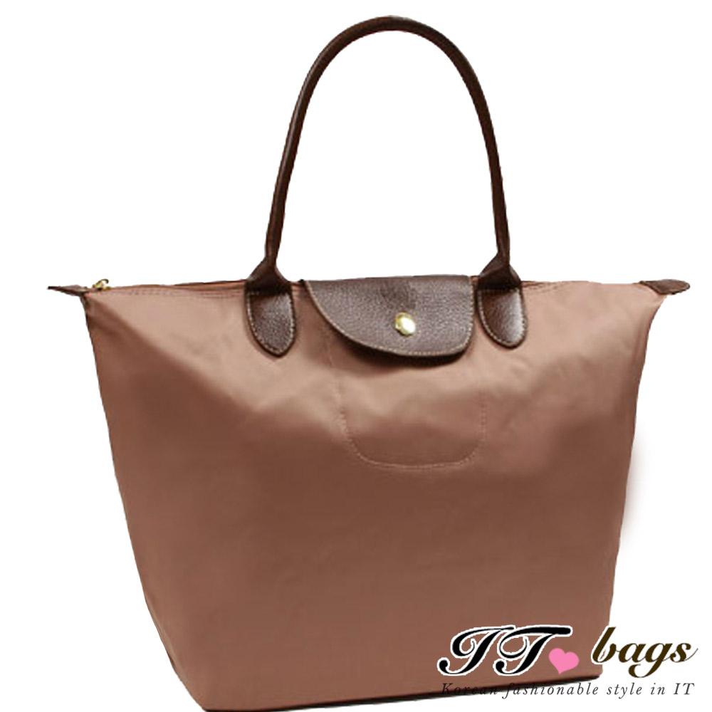 It Bags品牌經典法式尼龍摺疊水餃包-大(柔膚粉)