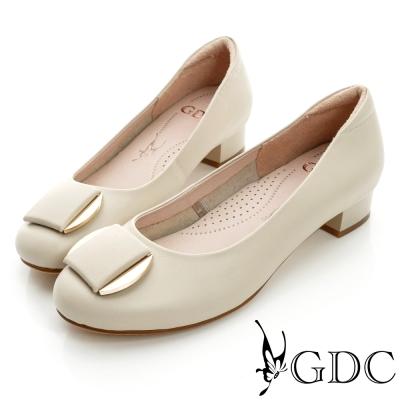 GDC都會-細格紋面料金屬飾扣真皮低跟鞋-米杏色